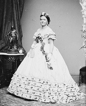 Mary Todd Lincoln in inaugural gown